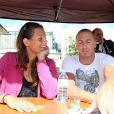 Au meeting de Carcassonne, le 19 juin 2011, Laure Manaudou et son chéri Frédérick Bousquet, présents avec leur fille de 14 mois, Manon, n'ont pas lésiné sur les autographes !