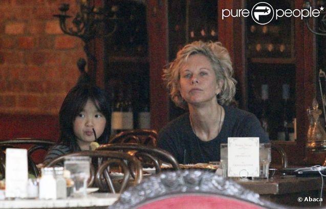 Meg Ryan déjeune avec sa fille Daisy, à New York le 6 juin 2011
