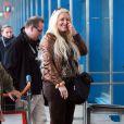 """""""Loana semble très enthousiaste à l'idée de partir lorsqu'elle arrive à l'aéroport d'Orly avant de s'envoler vers Miami pour le tournage des Anges de la télé-réalité le vendredi 15 avril 2011"""""""