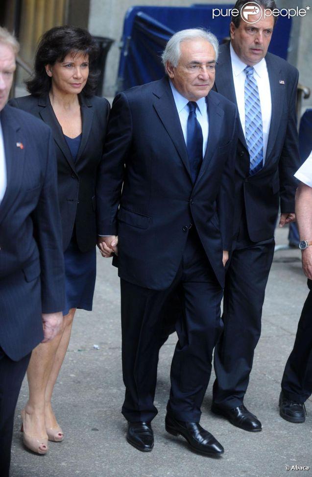 DSK et son épouse Anne Sinclair au tribunal le 6 juin à New York.