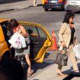 Pour passer le temps, Anne Sinclair et une des filles de DSK, Vanessa, font du shopping le 8 juin 2011.
