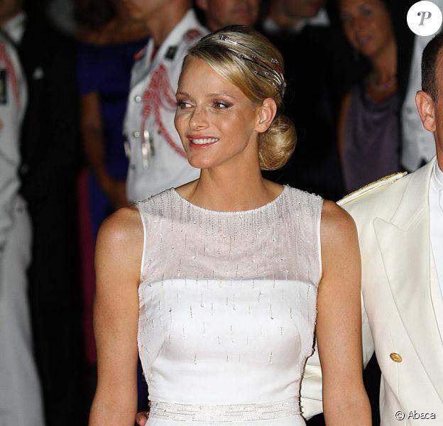 La Princesse Charlene avec sa robe Armani lors du dîner organisé pour son mariage avec le Prince Albert. Monaco, le 2 juillet 2011
