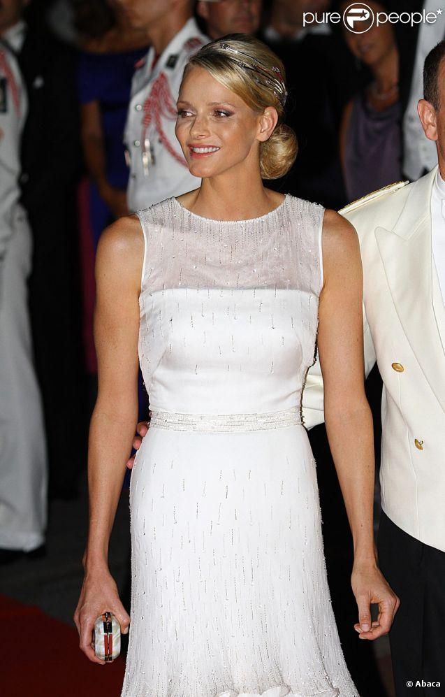 Mariage de monaco les 10 plus belles robes du soir for Robes violettes plus la taille pour les mariages