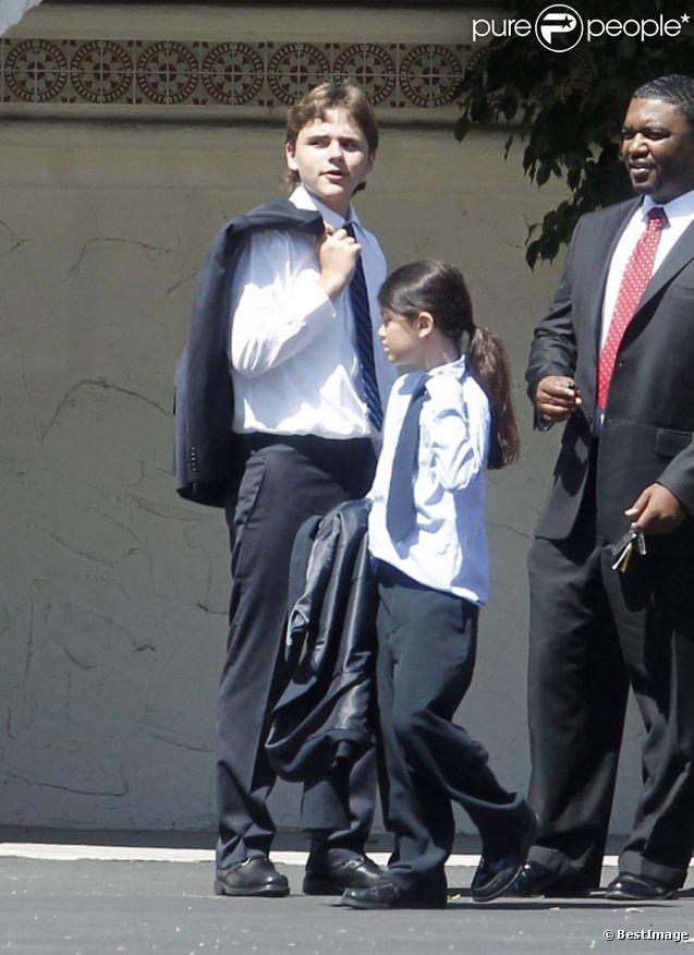 Les enfants de Michael Jackson, Paris, Prince et Blanket vont à l'Eglise en mémoire de leur père décédé deux ans auparavant. Los Angeles, le 26 juin 2011