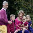 La princesse Mathilde et le prince Philippe de Belgique ont emmené leurs quatre enfants visiter un site archéologique en Belgique, le 8 juillet 2011.