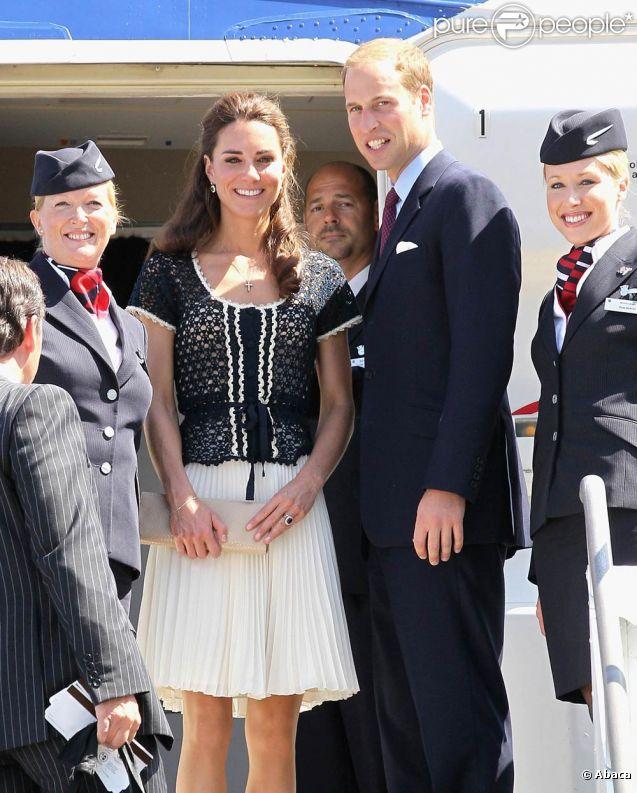 Un dernier salut au seuil d'un vol British Airways : la visite officielle marathon de William et Kate s'est achevée sous le soleil à Los Angeles.   Pour la dernière journée de leur visite officielle marathon en Amérique du Nord, le prince William et sa femme Catherine sont allés de détente en émotions, dimanche 10 juillet 2011...