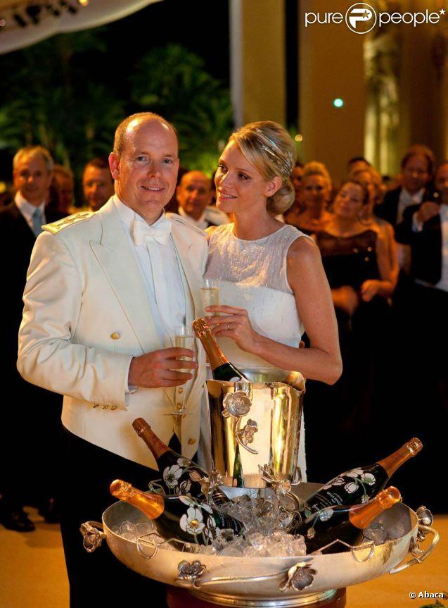 Le prince Albert et la princesse Charlene de Monaco n'ont pas quitté l'Afrique du Sud le vendredi 8 juillet 2011 : ils y seraient toujours, pour une vraie lune de miel dans le plus grand secret.