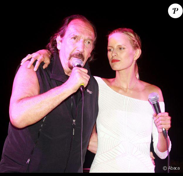 Andrea Mingardi et Karolina Kurkova au festival d'Ischia en Italie le 15 juillet 2011