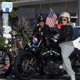 Pink et son mari Carey Hart s'offrent un tour de moto le 23 juillet 2011 à Malibu