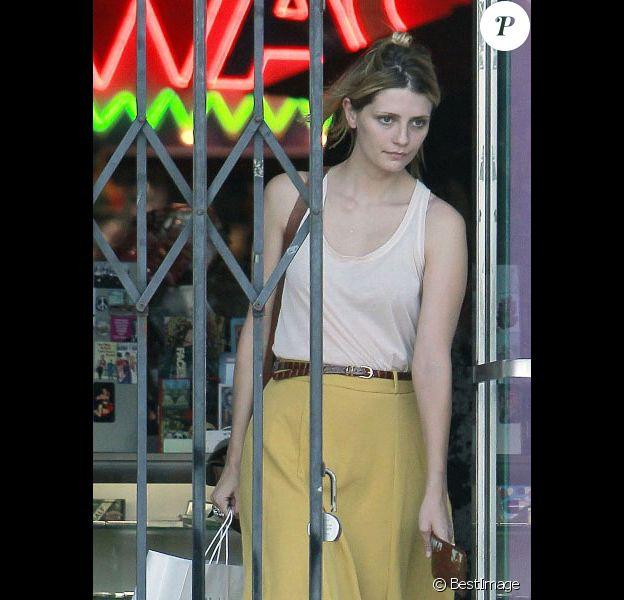 Mischa Barton fait du shopping à Los Angeles le 18 juillet 2011