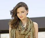 Miranda Kerr reprend du servuce pour David Jones et son nouveau catalogue publicitaire. Tourné à Palm Springs.