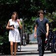 Alexa Chung et Alex Turner des Artic Monkeys en promenade dans les rues de New York en juillet 2010