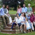 Au château de Grasten, résidence d'été de la famille royale de Danemark, la bonne humeur était au rendez-vous pour la séance photo des vacances, le 1er août 2011.   Autour de la reine Margrethe et du prince Henrik, le prince Frederik et la princesse Mary avec leurs quatre enfants (Christian, Isabella et les jumeaux Vincent et Joséphine) et le prince Joachim et la princesse Marie avec leurs trois enfants (Nikolai, Felix, Henrik) formaient une superbe ribambelle !