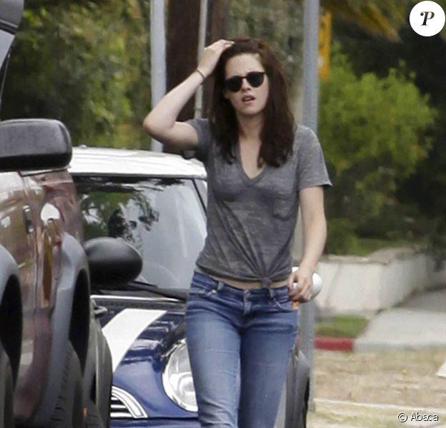 Kristen Stewart a provoqué un accident de voiture mineur, à Los Angeles. Juillet 2011