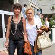Muriel Robin et sa compagne Anne Le Nen, à Paris, le 5 juin 2011.