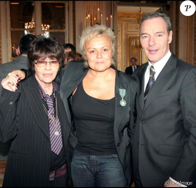 TONY KRANTZ, MURIEL ROBIN ET TONY GOMEZ  en 2007. MURIEL ROBIN ELEVEE AU RANG DE CHEVALIER DANS L' ORDRE DES ARTS ET DES LETTRES