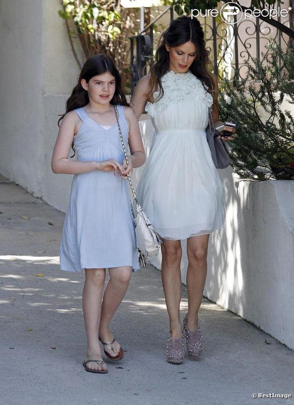 abd361c1e70 Rachel Bilson est ravissante dans sa robe griffée très estivale. L actrice  se rend