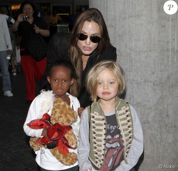 Angelina Jolie à Londres en juillet 2011 avec ses filles Zahara et Shiloh