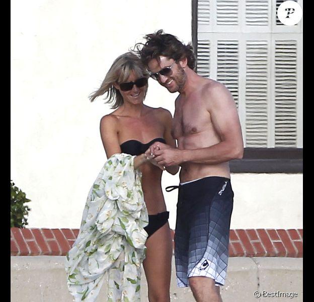 Gerard Butler passe un après-midi avec une jolie blonde qui pourrait bien être sa nouvelle petite amie, ainsi qu'un couple d'amis, à Malibu, samedi 13 août 2011.