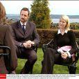 En mai 2002, une longue interview au soleil dont résultera une brûlure au visage pour Mette-Marit.   Le 25 août 2011, le prince héritier Haakon de Norvège et la princesse Mette-Marit doivent célébrer leurs noces d'étain : 10 années d'un mariage et d'un amour parfaitement sereins, après des débuts controversés...