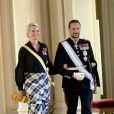 6 juin 2006, dîner de gala au palais, à Oslo.   Le 25 août 2011, le prince héritier Haakon de Norvège et la princesse Mette-Marit doivent célébrer leurs noces d'étain : 10 années d'un mariage et d'un amour parfaitement sereins, après des débuts controversés...