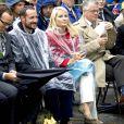 6 septembre 2006, visite à Stryn.   Le 25 août 2011, le prince héritier Haakon de Norvège et la princesse  Mette-Marit doivent célébrer leurs noces d'étain : 10 années d'un  mariage et d'un amour parfaitement sereins, après des débuts  controversés...