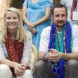 Octobre-novembre 2006, visite en Inde.   Le 25 août 2011, le prince héritier Haakon de Norvège et la princesse  Mette-Marit doivent célébrer leurs noces d'étain : 10 années d'un  mariage et d'un amour parfaitement sereins, après des débuts  controversés...