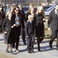26 mars 2007, obsèques du père de Mette-Marit, Sven.   Le 25 août 2011, le prince héritier Haakon de Norvège et la princesse  Mette-Marit doivent célébrer leurs noces d'étain : 10 années d'un  mariage et d'un amour parfaitement sereins, après des débuts  controversés...