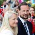 4 juillet 2007, 70 ans de la reine Sonja.   Le 25 août 2011, le prince héritier Haakon de Norvège et la princesse  Mette-Marit doivent célébrer leurs noces d'étain : 10 années d'un  mariage et d'un amour parfaitement sereins, après des débuts  controversés...