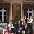 Séance photo de Noël 2006 de la famille royale.   Le 25 août 2011, le prince héritier Haakon de Norvège et la princesse  Mette-Marit doivent célébrer leurs noces d'étain : 10 années d'un  mariage et d'un amour parfaitement sereins, après des débuts  controversés...
