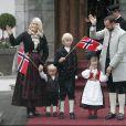 17 mai 2008, Fête nationale, en famille bien entendu   25 août 2001- 25 août 2011 : le prince héritier Haakon de Norvège et la princesse Mette-Marit doivent célébrer leurs noces d'étain : 10 années d'un mariage et d'un amour parfaitement sereins, après des débuts controversés...