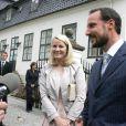 Juin 2009, conférence sur le climat.   25 août 2001- 25 août 2011 : le prince héritier Haakon de Norvège et la princesse Mette-Marit doivent célébrer leurs noces d'étain : 10 années d'un mariage et d'un amour parfaitement sereins, après des débuts controversés...