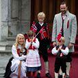 17 mai 2010, jour de fête nationale. Un tableau coutumier...   25 août 2001 - 25 août 2011 : 10 ans de mariage pour le prince héritier Haakon de Norvège et la princesse Mette-Marit...