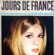 L'actrice Catherine Deneuve couvrait le magazine Jours De France pour son issue du 28 décembre 1963.