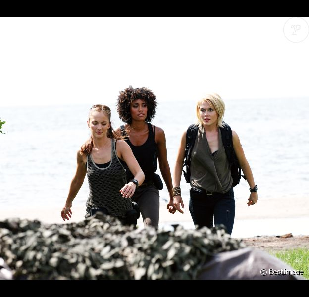Minka Kelly, Annie Ilonzeh et Rachel Taylor sur le tournage de la nouvelle série télé Charlie's Angels, à Miami, le 24 août 2011