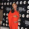 Beyoncé Knowles dévoile pour la première fois son ventre rond sur le tapis rouge des MTV Video Music Awards à Los Angeles, le 28 août 2011.