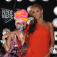 """Beyoncé Knowles et sa copine Nicki Minaj, MTV Video Music Awards à Los Angeles, le 28 août 2011."""