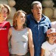 Jean-Pierre Castaldi, sa femme Corinne et leurs enfants Giovanni et Paola au parc Astérix près de Paris, juin 2005.