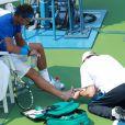 """""""Outre la chaleur étouffante, Rafael Nadal a du faire appel au kiné pour soigner un pied endolori durant son match de l'US Open qui l'opposait à David Nalbandian. """""""