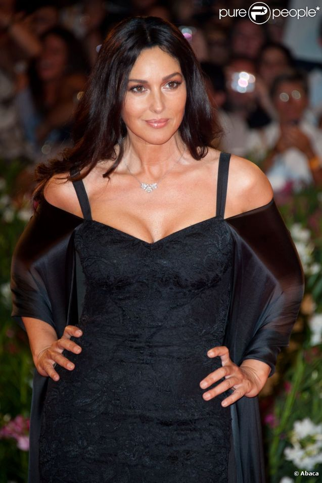 monica bellucci cindy crawford d fil de robes glamour la mostra de venise bienvenue au. Black Bedroom Furniture Sets. Home Design Ideas