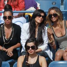 Kim Kardashian, la chanteuse Ciara et Lala Anthony se sont octroyées une sortie entre fille à l'US Open pour encourager leur compatriote Serena Williams le 8 septembre 2011 lors du quart de finale de l'US Open 2011<br />