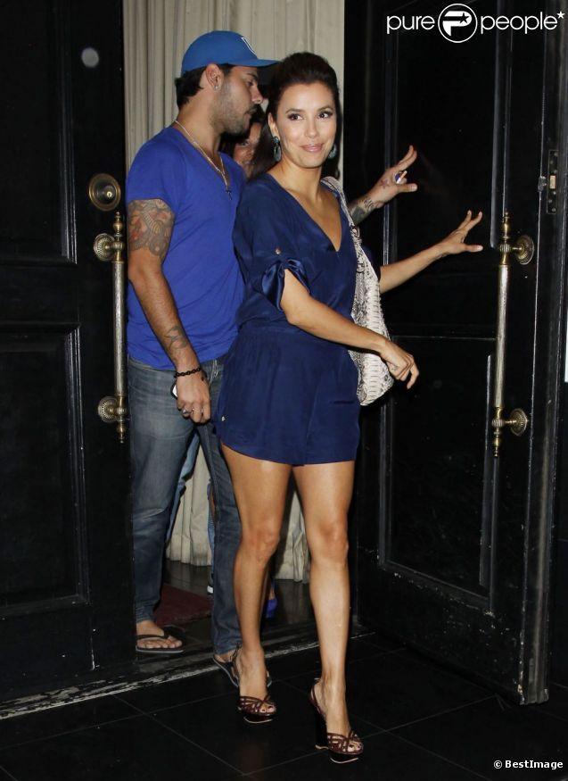 Eva Longoria sort de son restaurant Beso en compagnie de son bien-aimé Eduardo Cruz, le 7 septembre 2011.