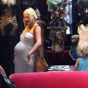 Tori Spelling, même enceinte jusqu'au cou, ne se prive pas de lingerie sexy...