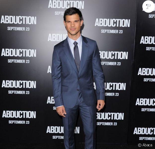 Taylor Lautner, souriant, à l'avant-première d'Identité secrète à Los Angeles, le 15 septembre 2011