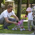 Eric Dane a passé un bon moment au parc avec sa fille Billie à Beverly Hills le 13 septembre 2011