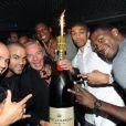 DJ Cut Killer, Tony Parker, Tony Gomez, Kévin Seraphin, Nicolas Batum et Lorent Pietrus au Queen à Paris le 19 septembre 2011