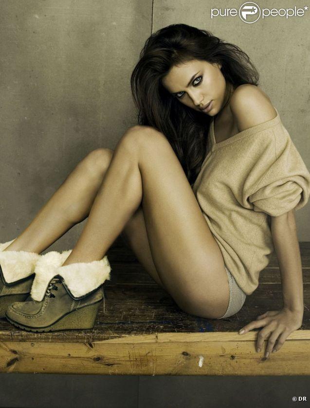 Irina Shayk, sulfureuse et sensuelle dans la campagne XTi Shoes