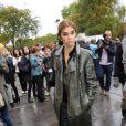 L'ex rédactrice en chef de Vogue Paris, Carine Roitfeld, avait anticipé le retour du reptile dans les garde-robes en l'arborant dès l'automne 2010. Paris, le 5 octobre 2010.