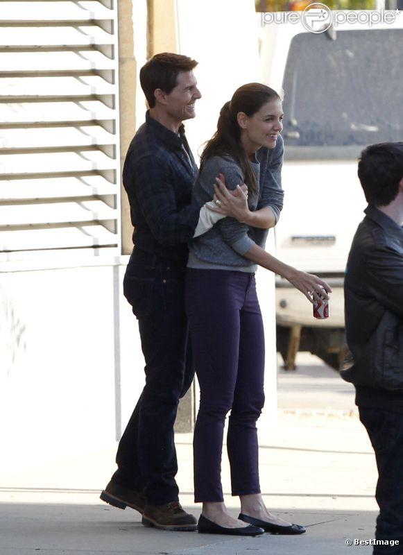 Katie Holmes rend visite à Tom Cruise sur le tournage de son film One Shot à Pittsburgh le 7 octobre 2011