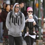 Pink : Marche sportive avec son chéri Carey Hart et leur craquante Willow